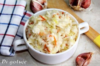Di gotuje: Surówka z białej kapusty z sosem czosnkowym