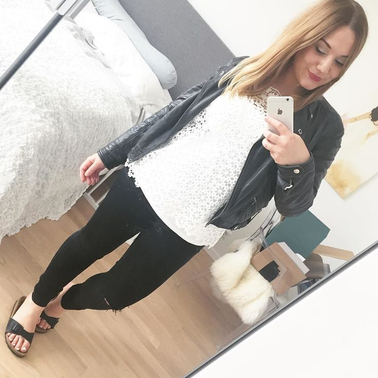 #ootd  Starting to feel and look like myself again! Alte Jeans geht mit etwas Tricksen (Haargummi) zu  Birkenstocks gehen immer  Stilltanktop unter XL Häkeltunika zum einfach hochschieben von Hallhuber  Lederjacke war doch zu warm  In diesem Sinne einen gut gelaunten Samstag euch Lieben   ____________________ #wiwt #look #mango #madrid #hallhuber #oakwood #mirrorselfie #afterbabybody #nursingwear