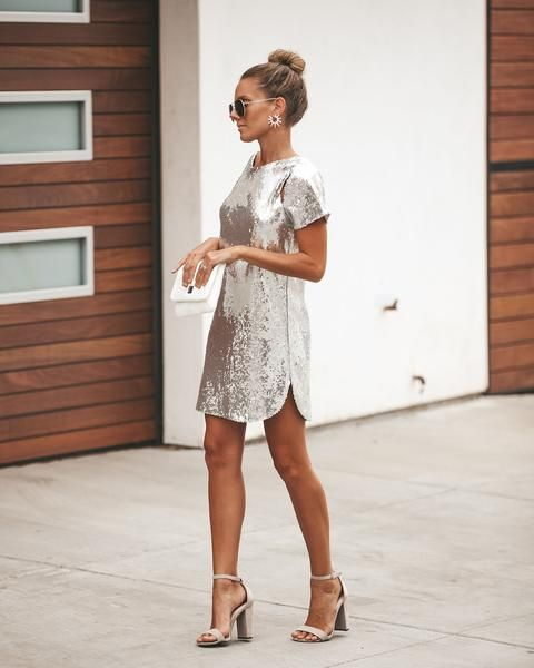 10 Holiday Party Dresses That Won't Break the Bank - FabFitFun Company parties, family gatherings, and New Year's Eve soirees – there's more than enough reasons to get your dress collection in order this time of year. SEE DETAILS. Holiday Party Outfit, Holiday Party Dresses, Holiday Outfits, White Holiday Dress, Cocktail Party Outfit, Holiday Clothes, Holiday Parties, Types Of Dresses, Nice Dresses