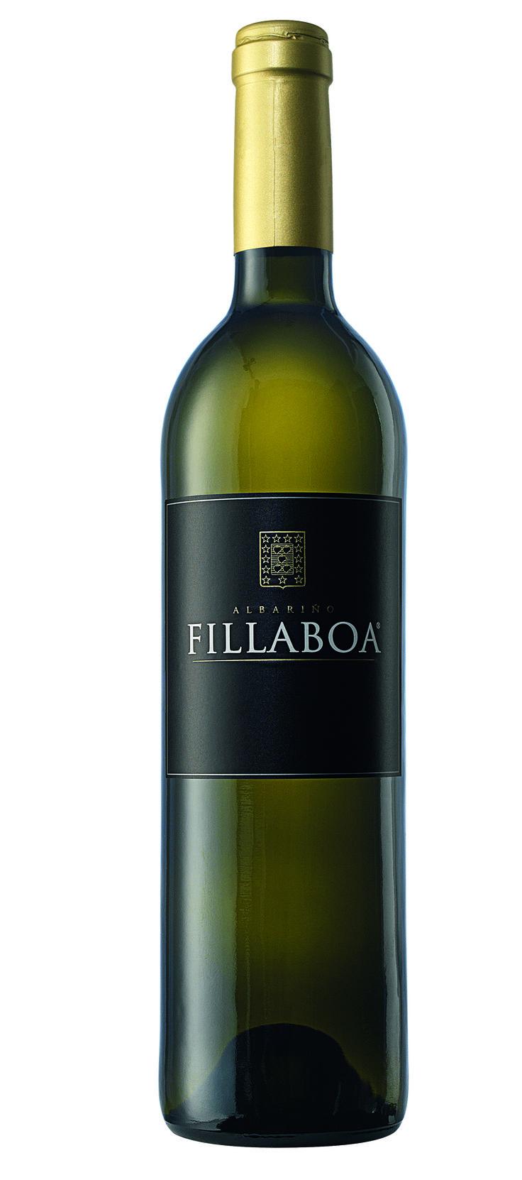 Albariño FILLABOA (Rías Baixas Galicia): su aire salino nos invita a sumergirnos en las profundidades del Atlántico. Cristalino y vibrante, el albariño de Fillaboa ofrece aromas intensos, mezcla del mar con las frutas tropicales, el azahar, los cítricos y la miel de flores.
