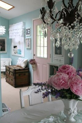 Shabby and fabulous - Pink door, aqua walls , delicious chandy!Loving this pink door!