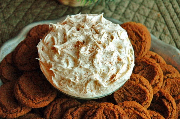 Gingersnap Dip - This is always well received.Powder Sugar, Gingersnap Dips, Sugar Cookies, Favorite Cookies, Gingersnap Cookies, Lemon Cookies, Gingers Dips, Creamy Dips, Cream Cheeses