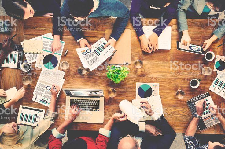 マーケティング分析会計のチームミーティングのコンセプト ロイヤリティフリーストックフォト