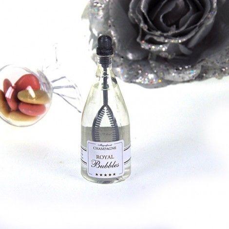Bulle à savon mariage (x24) dans des mini bouteilles de champagne, pour réussir vos photos de mariage, distribuez une mini bouteille à vos invités pour un mariage réussi #mariage #wedding #weddingphotography
