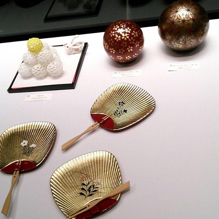 昨日まで銀座の金沢で開催されていた「金沢の手わざ展」 ゆびぬき、手まり、針などたくさんの工芸品がありました。 勝手に自分のゆびぬきとコラボレーション。 「Flower」見るたび美しく、新しい色を発見します。 #銀座の金沢 #加賀ゆびぬき #ゆびぬき #yubinuki