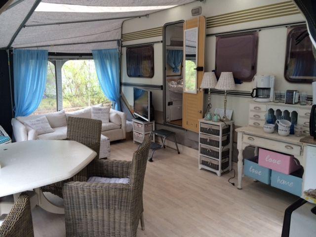 De Knaus van Chantal Windig staat al een paar weken klaar om van te genieten in het voorseizoen. De voortent in Maison Riviera stijl en ook van binnen is de caravan uit 1984 helemaal aangepakt. Hun bed is zelfs verlengd naar 2m10. Hoe riant is dat! En een shocking voor-tijdens-na foto van de …