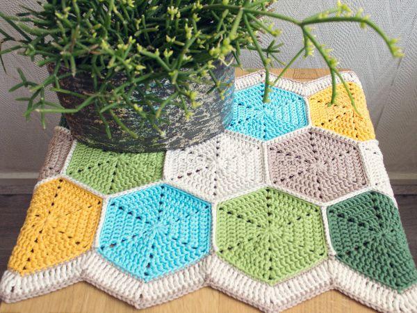 Let's make a hexagon table runner for August's crochet along!   Habitual Homebody