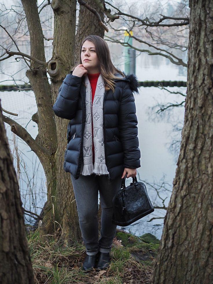 Skandi-Love - was wir uns vom Look der Skandinavierinnen abschauen können. Winter Outfit with down jacket, Louis Vuitton scarf and bag and Levi's denim.