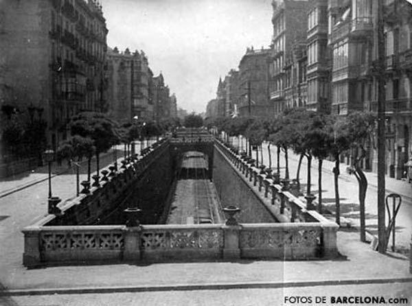 Calle Aragón cuando todavía estaba la vía del ferrocarril a la vista, 1900  Museo Virtual - ID: 2051