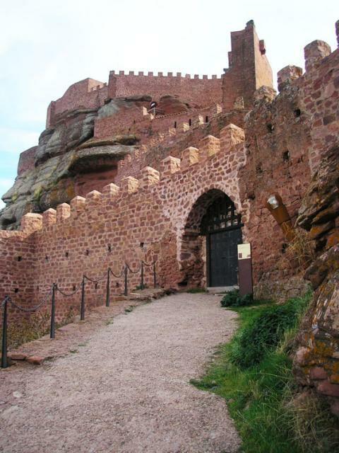 Peracense. Castillo. Restos desde la Edad de bronce hasta nuestros días. Comarca del río Jiloca. Teruel. Aragón. Spain.