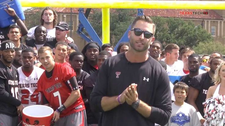 Kliff Kingsbury, Texas Tech football team take #IceBucketChallenge to next level