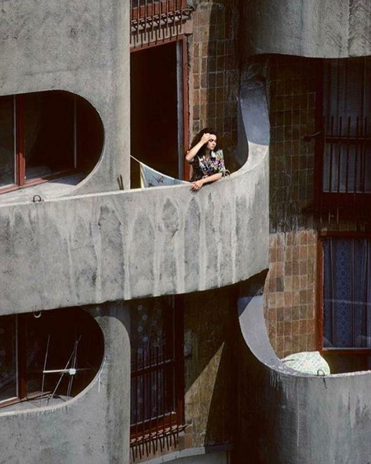 "Housing complex ""Manhattan"", (Sedesowce - Wrocławski Manhattan) 4-16, Grunwaldzki Square, Wroclaw, Poland, built between 1968-1973. Architect: Jadwiga Hawrylak-Grabowska. photo: Chris Niedenthal #SocHeritge #socialistmodernism"
