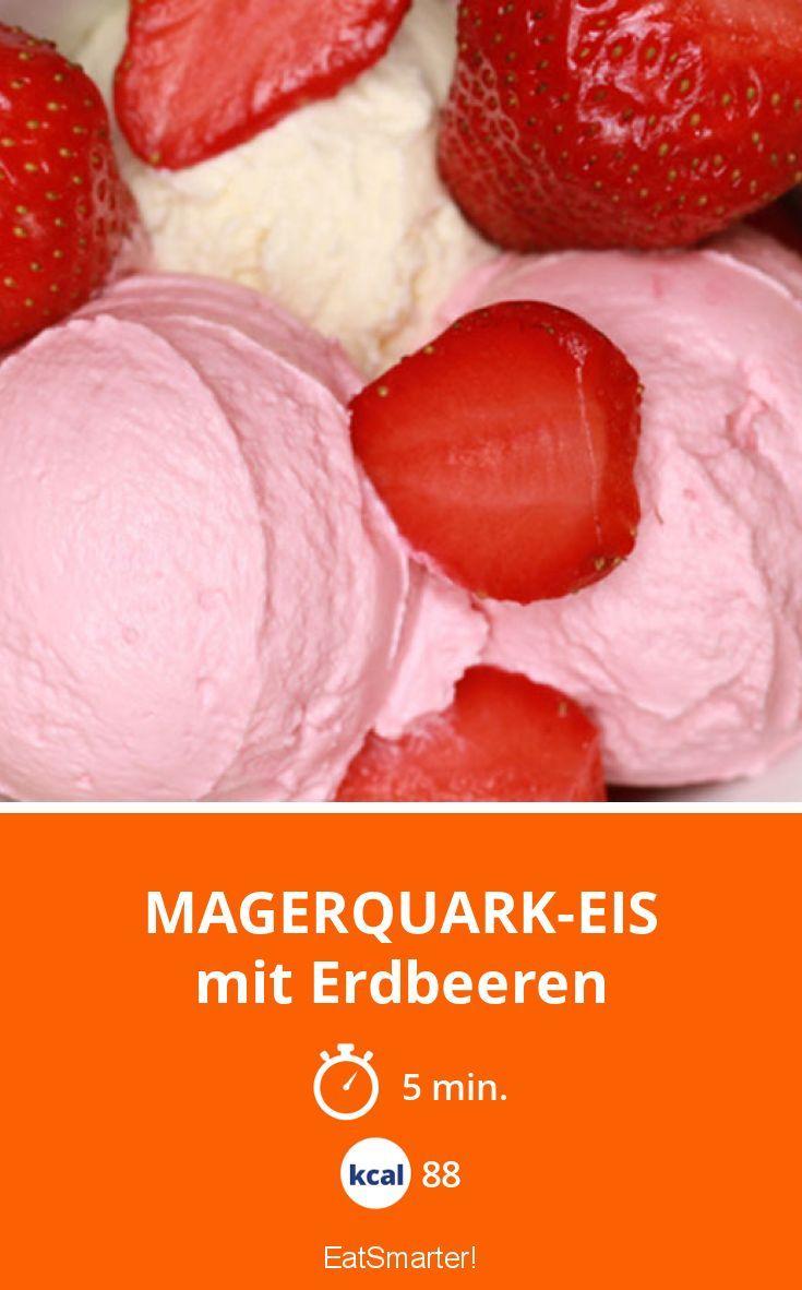 Magerquark-Eis - mit Erdbeeren - smarter - Kalorien: 88 kcal - Zeit: 5 Min. | eatsmarter.de