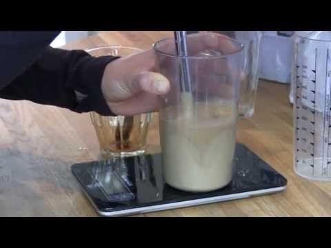 Celestine viser hvordan man laver en proteiniskaffe, som kan være rigtig god som pre-workoutdrik, da den indeholder både protein og koffein. Proteinpulveret, der bruges i opskriften kan købes her: http://www.bodylab.dk/shop/bodylab-whey-100-663p.html