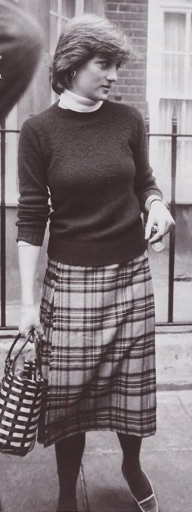 October 1980 - Diana confronted by the press outside her apartment