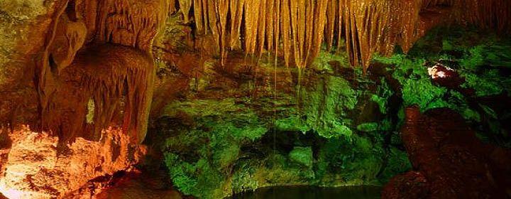 Kristály barlangok  Mexicóban a Chihuahua sivatag alatti Naica bányarendszerben található a gyönyörű Kristálybarlang (Cueva de los Cristales).