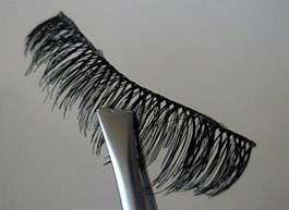 false eyelashes tips and tricks