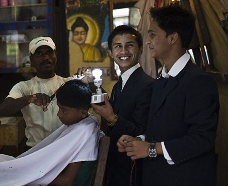 Adolescente nepalí inventa un panel solar barato a base de la melanina del cabello humano en sustitución del silicio. ¿Sabías que la melanina, un pigmento ...