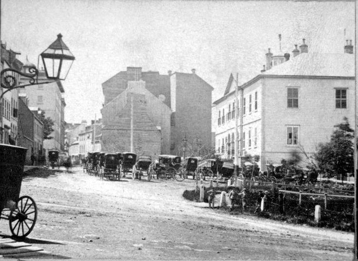 Québec, dans le Vieux Québec à l'intérieur des murs de fortifications. Rue Saint-Louis, Palais de Justice, vers 1870