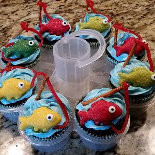 The Not So Simple Mama: Fishing themed party cupcakes