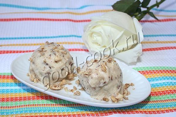 бананово-шоколадное мороженое Замороженные бананы после взбивания блендером приобретают нежную тающую    текстуру, похожую на обычное сливочное мороженое. Крупинки шоколада хорошо    ощущаются в т…