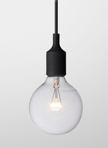 Lampen E27, designet av Mattias Ståhlbom i 2008,kan brukes alene i sin enkelhet, i rekker eller sammen i en klynge. Lampen er laget av vulkanisert silikongummi under høy temperatur. 4 meter ledning som er ekstrudert. Kun til innendørsbruk :) Med lyspære.