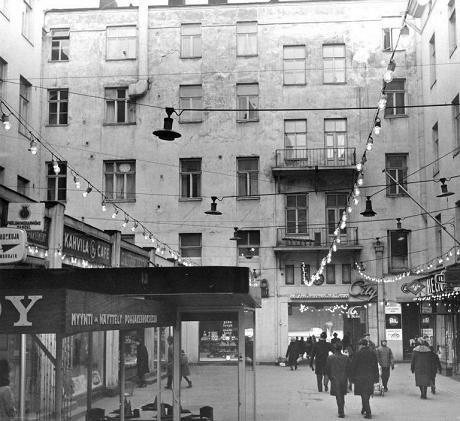 City-käytävä, Kaivokadun puoleinen pää. Constantin Grünberg 1963. Helsingin kaupunginmuseo.