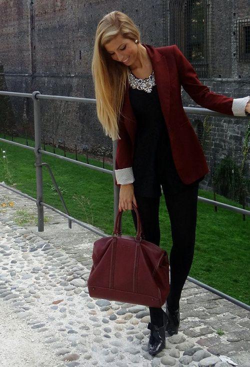 Divina Ejecutiva: #Divitip - Cómo combinar un saco guinda
