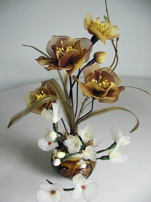 Flower Arrangement Ideas: Silk Christmas Flower Arrangement in Decorative Book