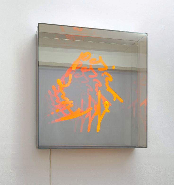 Brigitte Kowanz, »Point of Time«, 2015 |LED, Spiegel |90 x 90 x 19 cm