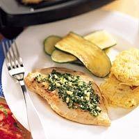 Recept voor Kalkoenschnitzel met citroen-bieslookpesto en aardappelkoekjes