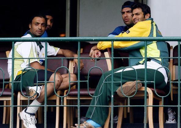 Yuvraj Singh Trolls Shoaib Akhtar For Wearing Unusual Gloves