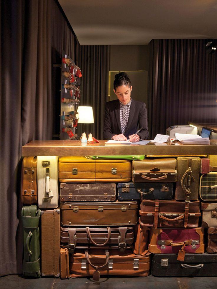 Projetado pelo escritórioLa Grangja Design, oChic & Basic Ramblas Hotel é inspirado na Espanha dos anos 60 e decorado com objetos e cores da época.  Localizado no emblemático endereço da La Rambla, no coração de Barcelona, o projeto estiloso, co ...