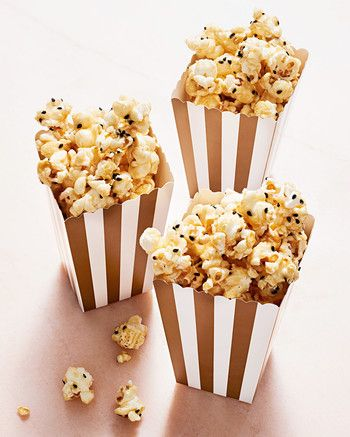 Planning to watch the Oscar's this weekend? This honey sesame popcorn recipe from @marthastewart would make for a tasty viewing treat.