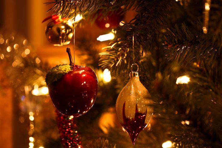Christmas tree apple ornamnet.