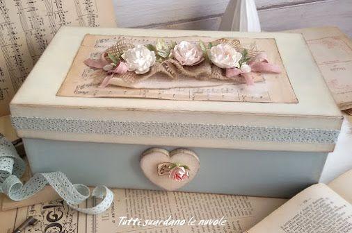 Da scatola di scarpe a romantico contenitore Shabby. http://tuttiguardanolenuvole.blogspot.it/2016/01/box-with-paper-flowers.html  -  Tutti guardano le nuvole - Google+