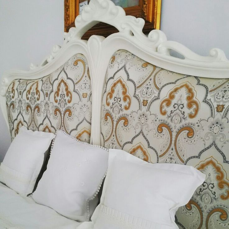 Tablie de Pat din lemn masiv  tapitata la comanda Headboard for this kingsize bed