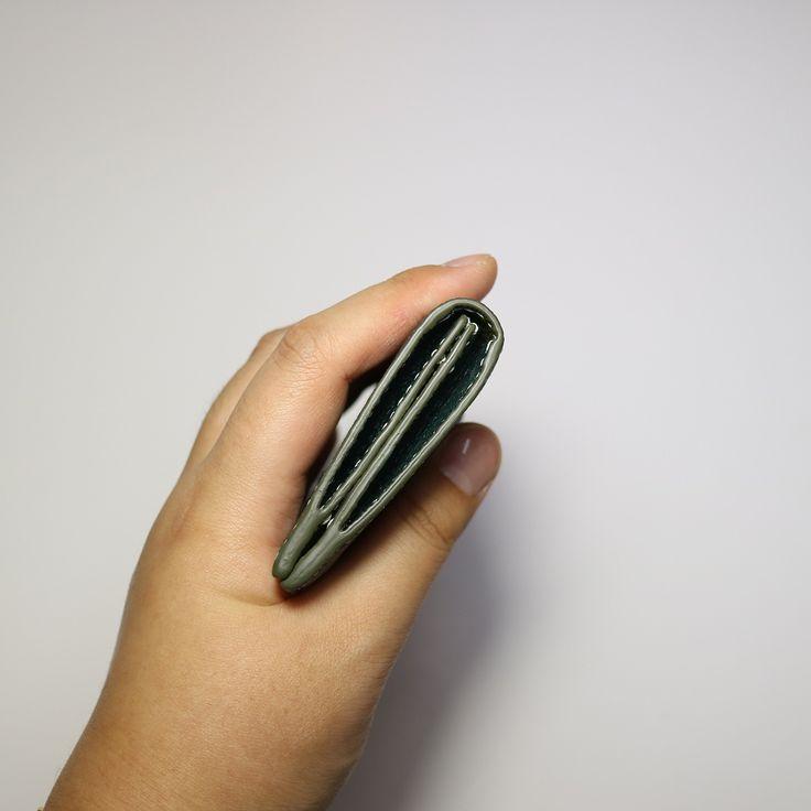 👩 수강생 작품 . 크리스페 고트만든 명함&카드지갑 ❤️ . 키링 2개 클리어하시고 만드신 지갑 👏 마감하고 남는 시간은 키링 작업! 😊 입체적으로 만들기 위해 날개도 작업! 👼🏻 제일 어려운 양면 사선 작업도 클리어! ✌️ 실력이 계속 느시는 모습보니 저도 뿌듯! 😌 예쁜 선물하시길 바라며! 🎁 . . . . 🌱 #안동 #안동가죽공방 #안동가죽공예 🌱 #리에또가죽공방 #리에또공방 #리에또 🌱 #handmade #손바느질 #핸드메이드 🌱 #수작업 #수공예 #가죽공방 #가죽공예 🌱 #주문제작 #일일체험 #원데이클래스 🌱 #명함지갑 #카드지갑 #크리스페 #고트가죽