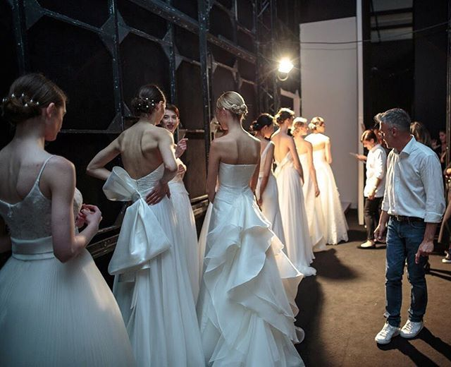 Magic moments before hitting the #GiuseppePapini runway ✨ #collezionesposa2018 #abitidasposa2018 #abitodasposa #abitidasposa #sposa #bridal #backstage #fashionshow #fashion #runway #weddingstyle #weddingdress #milan #bridalweek #2018 #bridalcolle