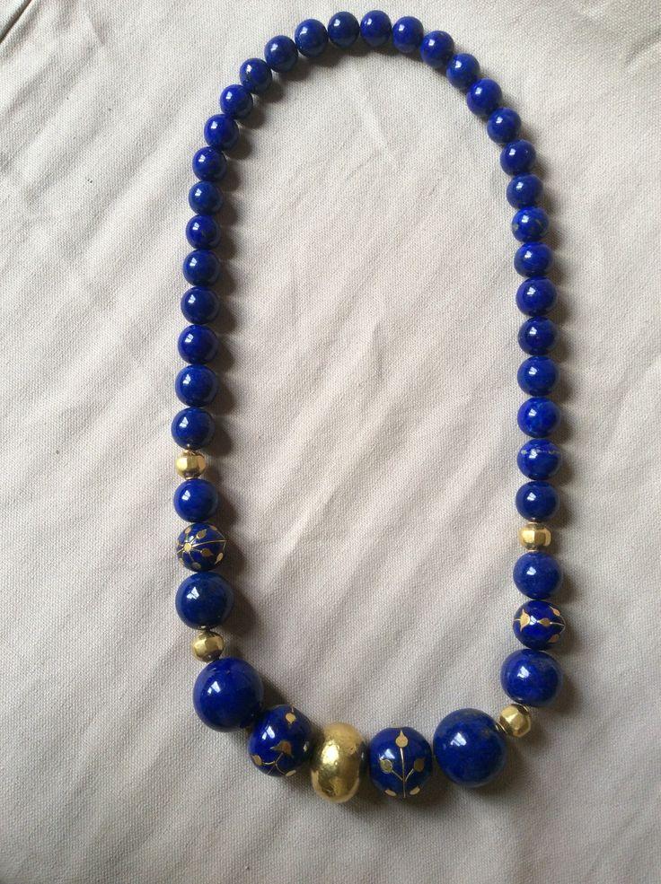 """Collana di lapislazzuli con inserti """"kundan"""" in oro e beads in oro. Elisabetta di Marino collezione 1995"""