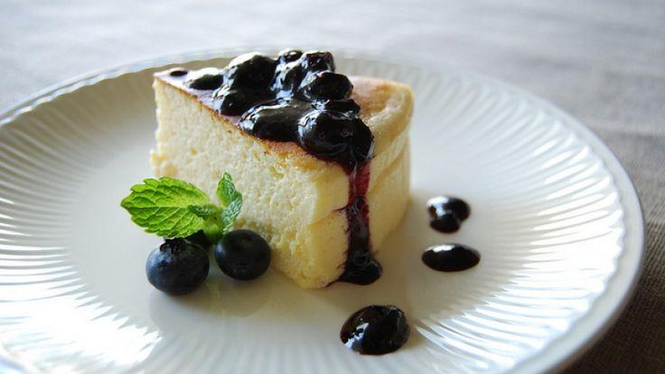 Budino di ricotta con salsa di mirtilli: la ricetta di Pellegrino Artusi. http://winedharma.com/it/dharmag/settembre-2014/budino-di-ricotta-con-salsa-di-mirtilli-la-ricetta-di-pellegrino-artusi