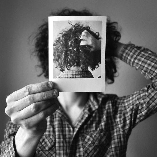 Skygaze está demostrando ser uno de los productores nacionales más interesantes de los últimos tiempos, el Gijonés nos enganchó el pasado año con su genial Float y ahora está de vuelta por CLR con un nuevo track realizado al 50/50 con el neoyorquino Sleeping Loops, quién aporta su guitarra y su voz. Girl Dreams es un tranquilo y relajado tema, con un toque Chillwave, que nos regalan en descarga gratuita a través de Love Our Records, sello por el que... Leer más (+)
