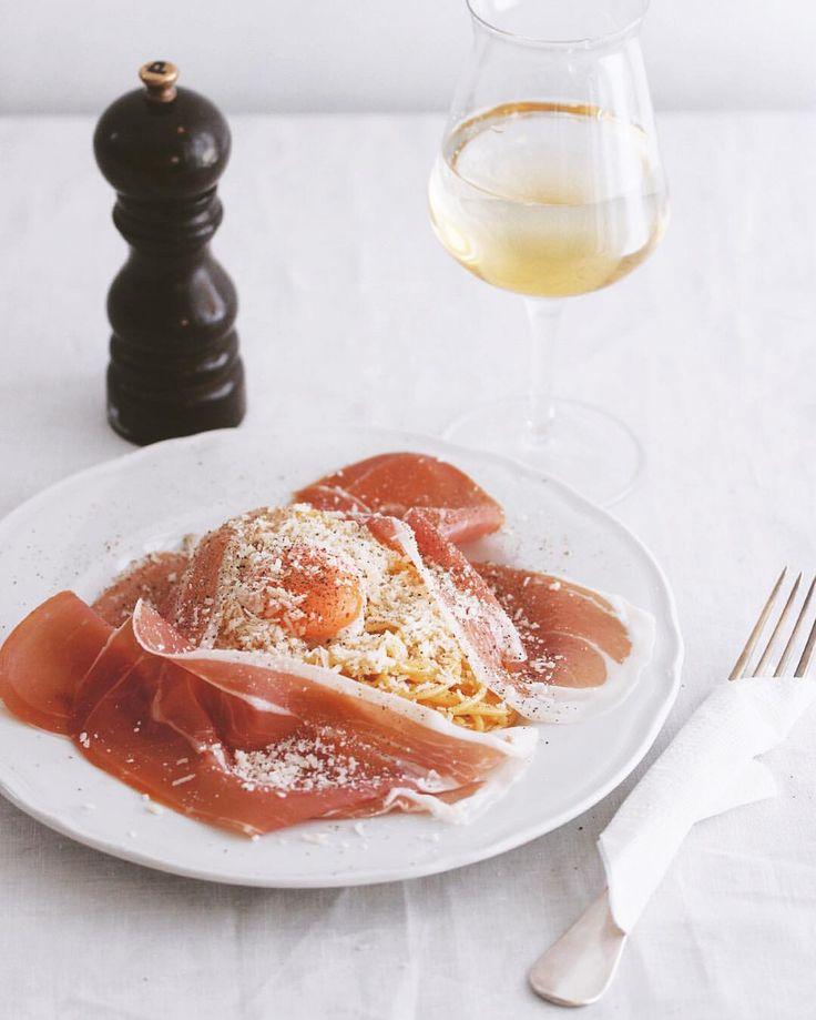 Pasta Lunch🍝 . ランチに卵とチーズのスパゲッティ、生ハム添え😋 . #パスタ部 #スパゲッティ #プロシュットディパルマ #パルマハム #パルミジャーノレッジャーノ #ルイジボルミオリ #ディチェコ #prosciuttopizza#prosciuttodiparma #parmigianoreggiano  #pastagram #spaghetti #dececco #pastagram #myfavoritepasta #🍝