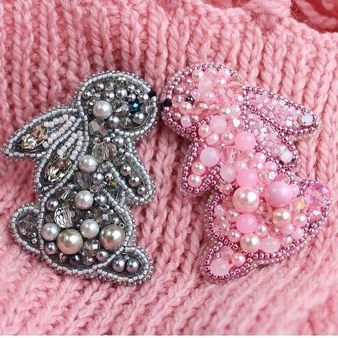 Автор @margarita_aksessories 〰〰〰〰〰〰〰〰〰〰〰〰〰〰 По всем вопросам обращайтесь к авторам изделий!!! #ручнаяработа #брошьизбисера #брошьручнойработы #вышивкабисером #мастер #бисер #handmade_prostor #handmadejewelry #brooch #beads #crystal #embroidery #swarovskicrystals #swarovski #купитьброшь #украшенияручнойработы #handmade #handemroidery #брошь #кольеручнойработы #кольеизбисера #браслеты #браслетручнойработы #сутажныеукрашения #сутаж #шибори #полимернаяглина #украшенияизполимернойглины