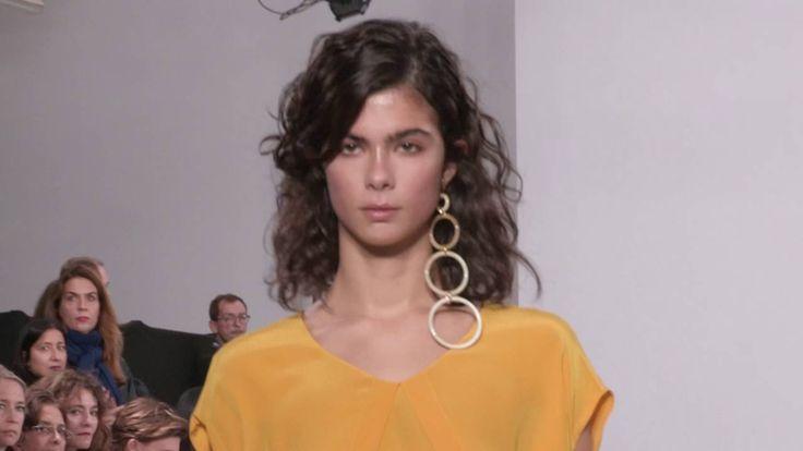 NOBI TALAI  S/S 2017 Paris Fashion Week Show