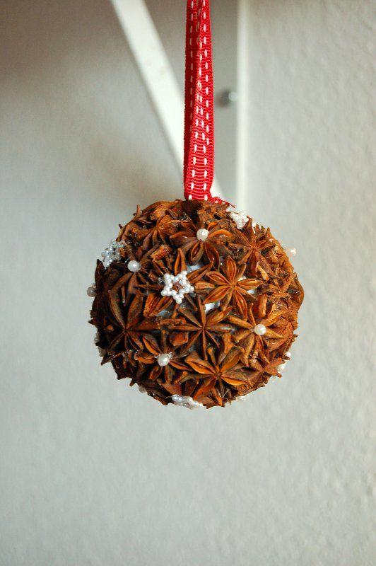 weihnachtskugel aus styropor mit anis und perlen verziert weihnachten rot wei xmas. Black Bedroom Furniture Sets. Home Design Ideas