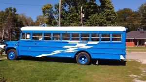bus - Categoria: Avisos Clasificados Gratis  Item Condition: UsedBus for sale For sale:1989 Chevy Volunteercondition: goodcylinders: 8 cylindersdrive: rear wheel drivefuel: gaspaint color: blue new paint!size dimensions: 30'title status: cleantransmission: automaticFor sale: 1989 Chevy Volunteer bus Automatic, gas lots of power, has GovernorThis bus is in good running condition,starts right up and purrs like a kitten!seats have been removed still have 6 blue bus seats with 3 seat belts on…