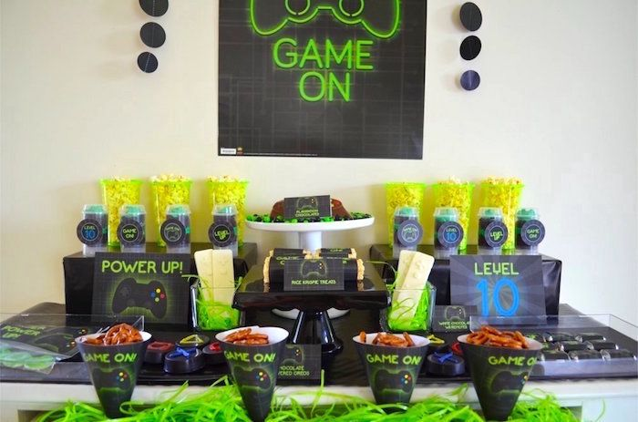 17 best images about boy party ideas from kara 39 s party for Decoracion gamer
