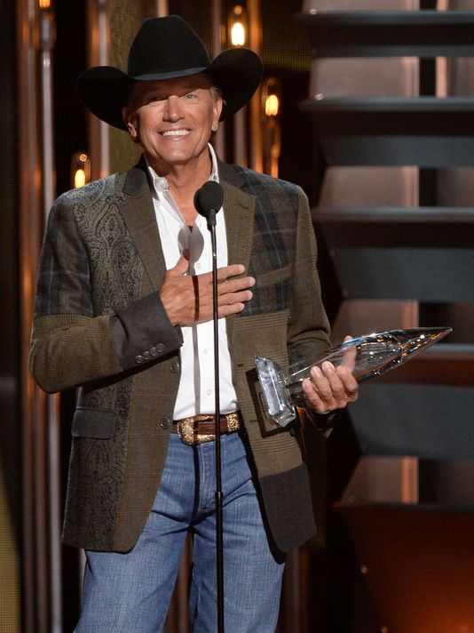 George Strait wins entertainer of the year at the 47th annual CMA Awards.(Photo: Robert Deutsch) Great win since he's on his farewell tour!