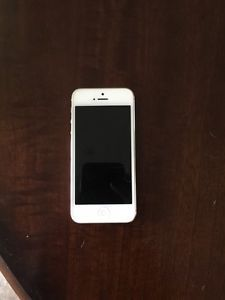 Apple iPhone 5 - 16GB - White & Silver (AT&T) Smartphone